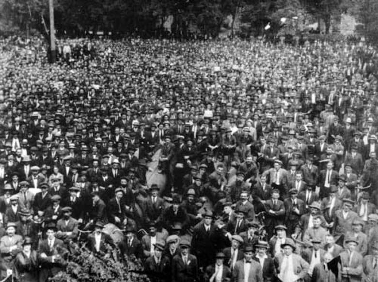 victoria-park-crowd.jpg
